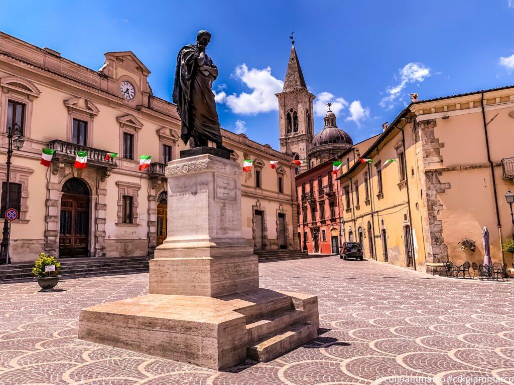 Piazza a Sulmona (AQ)