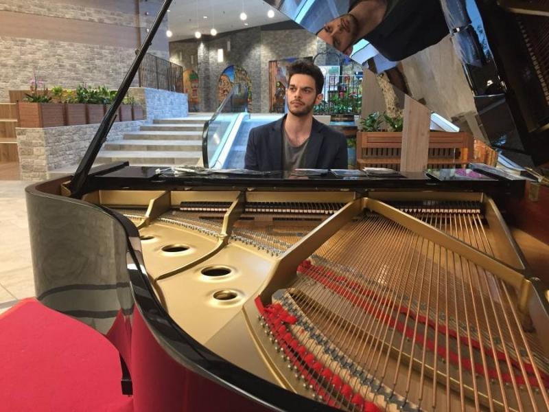 Alessandro Melchiorre al piano